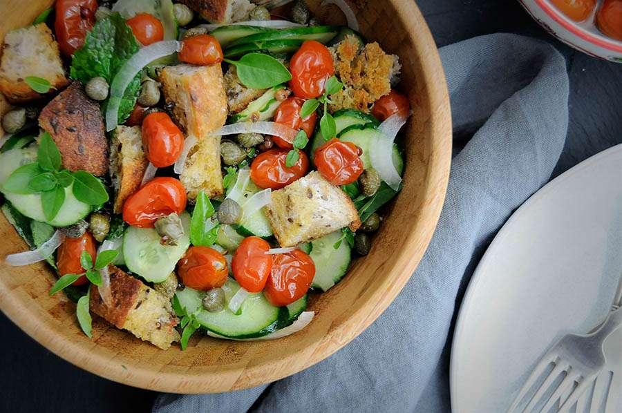 receita salada panzanella com tomate confit