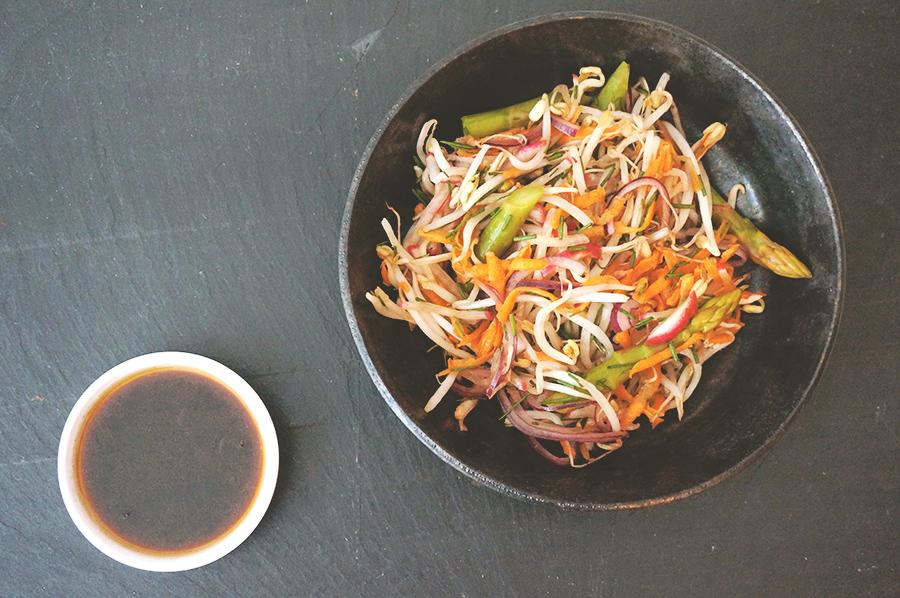 salada-aspargo-broto-gergelim